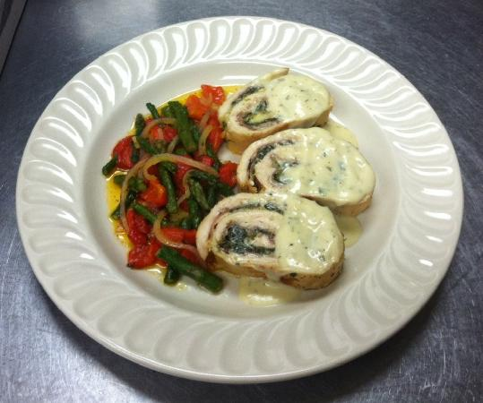 Gianna's Restaurant: Stuffed Chicken Florentine