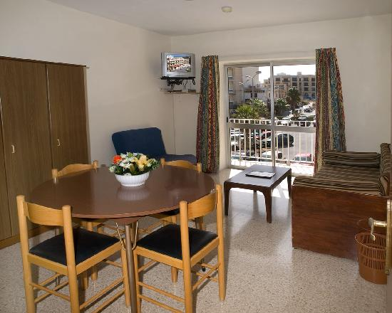 Winston Self-Catering Apartments: sitting room