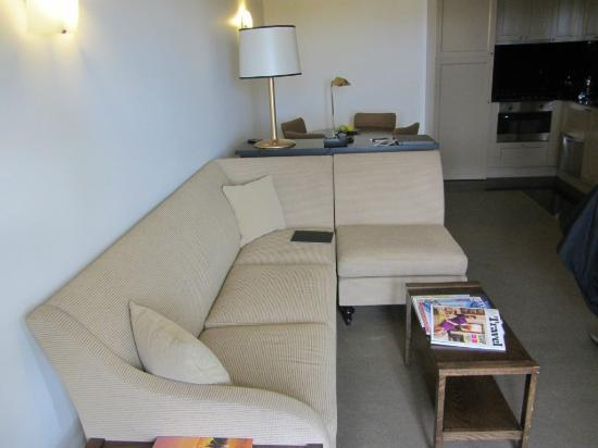 Lyall Hotel and Spa: Living Room in Super Deluxe Suite