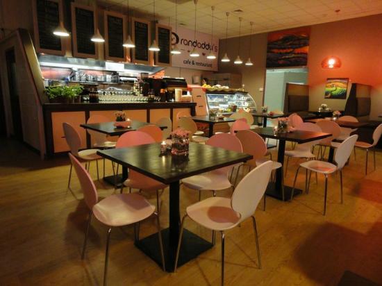 Randaddy's: Inside restaurant area