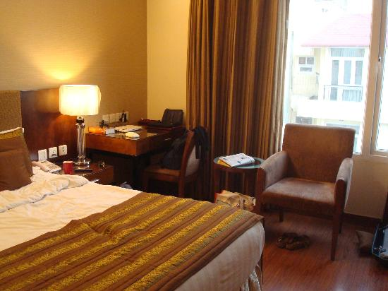 Alpina Hotels & Suites: room
