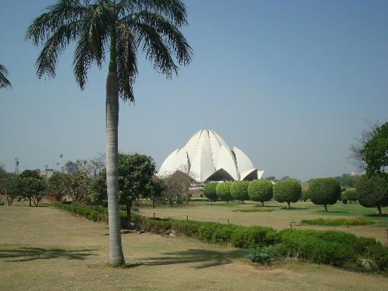 Alpina Hotels & Suites: Lotus Temple nearby