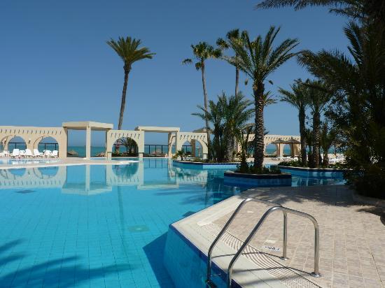Zita Beach Resort: piscine/plage
