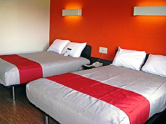 Motel 6 Terre Haute: double bed