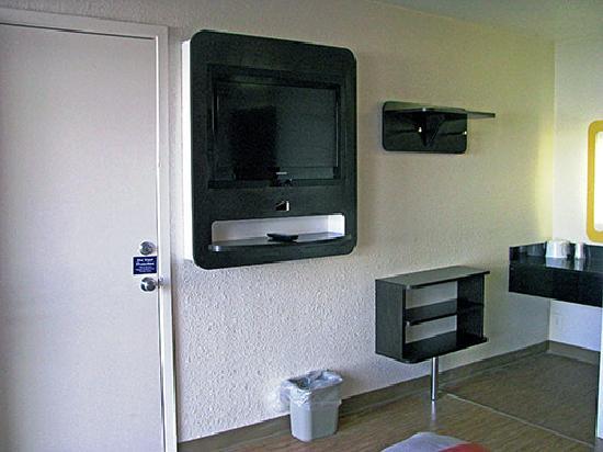 Motel 6 Terre Haute: tv