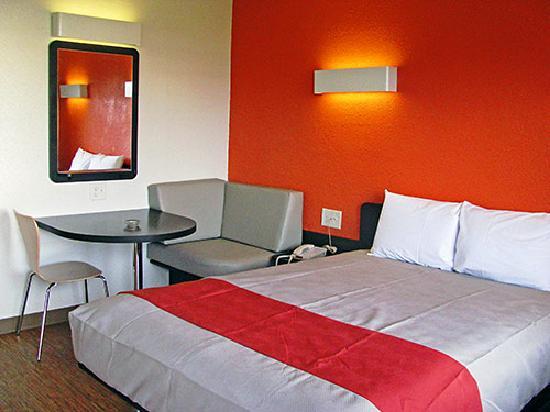 Motel 6 Terre Haute: king size