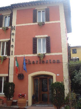 โรงแรมชาเลสตัน: Esterno dell'albergo