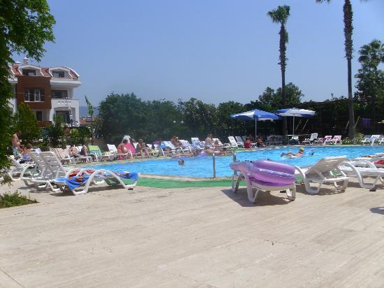 Diana Club Hotel: pool area