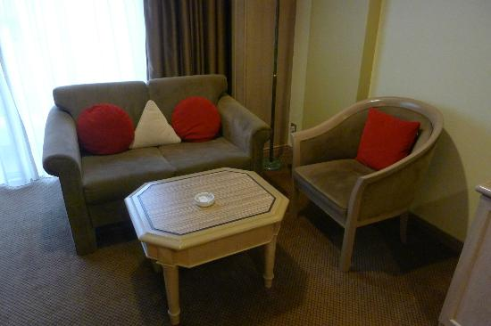 M.S. Garden Hotel Kuantan: Recently refreshed sofa set