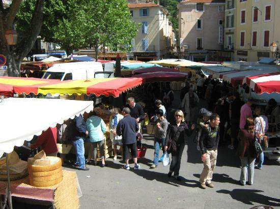 Marché du mercredi matin : the crowds