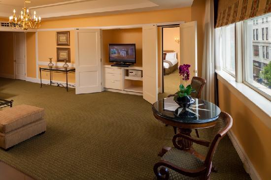 Haywood Park Hotel: Grand King Suite Sitting Area