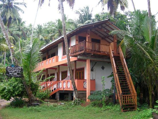 Dinu's Resort: Dinu's Place. Second floor balcony is the best room.