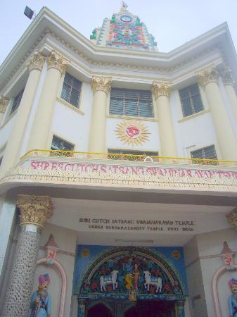 Shree Cutch Satsang Swaminarayan Temple: The facade