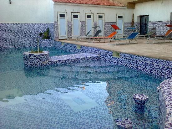 Le privilege hotel oran algerije foto 39 s reviews en for Piscine demontable algerie