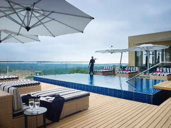 Southern Sun Hyde Park Sandton: Panoramic views of Johannesburg's northern suburbs