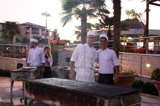 Minoa Palace Resort: The fantastic chefs at the BBQ night.