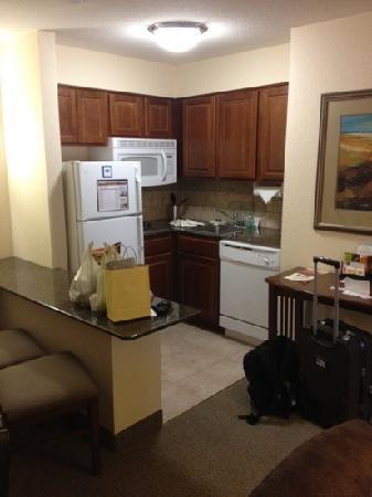 Staybridge Suites Royersford-Valley Forge: kitchenette