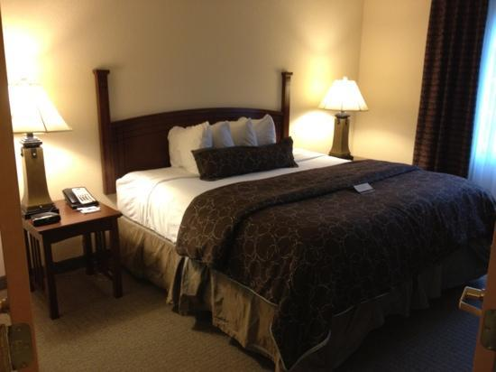 Staybridge Suites Royersford-Valley Forge: big comfortable king bed