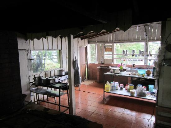 Lagunillas Lodge: Kitchen in restaurant