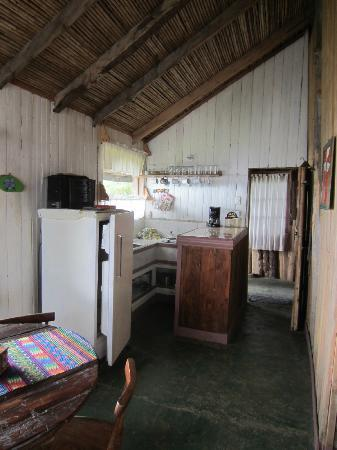 Lagunillas Lodge: Kitchen in large cabina