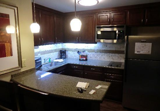 Staybridge Suites Wilmington East: Kitchen