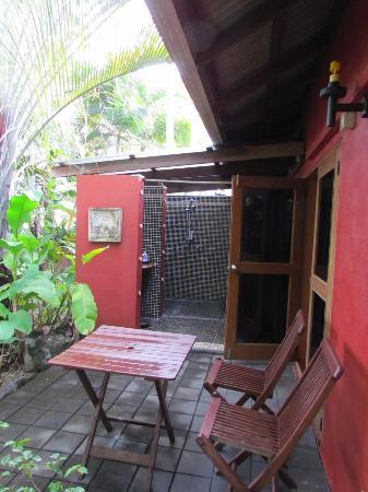 Mai Tai Resort: Outside Shower
