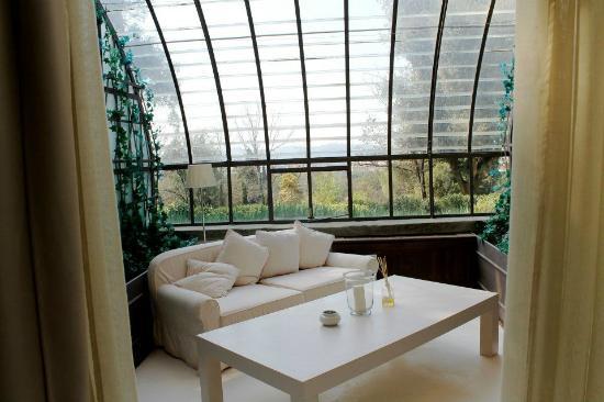 Il Salviatino: pretty sun room