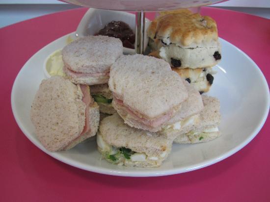 Hey Little Cupcake!: Cupcake Shaped Sandwiches