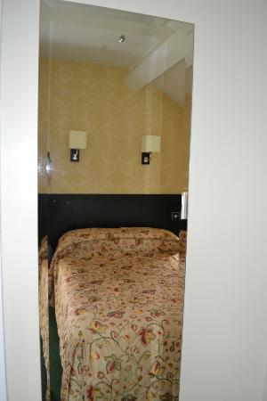 The Ashburn Hotel: full length mirrors