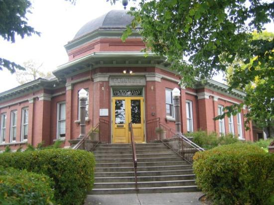 Hockaday Museum of Art: The Hockaday was the site of the Carnagie Library, est 1902