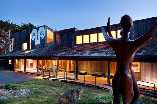 Sea Ranch Lodge: Front View of the Lodge at Dusk