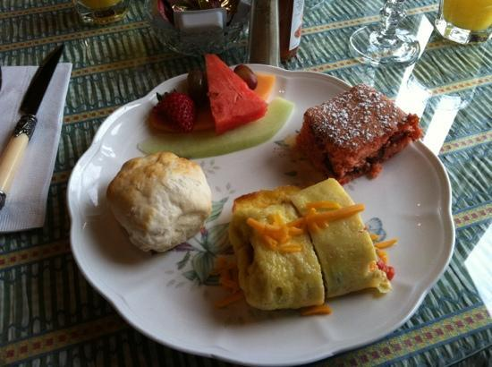 Bay View of Mackinac Bed & Breakfast: Incredible breakfast!