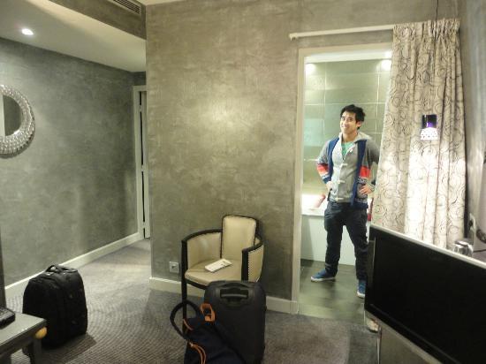 Hotel des Champs-Elysees: room