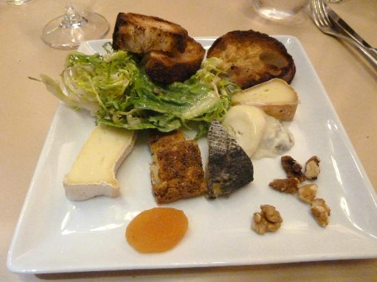 Axuria : The incredible cheese plate!