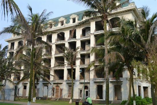 Crown Spa Resort Hainan : derelict building