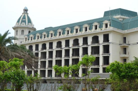 Crown Spa Resort Hainan: abandoned building