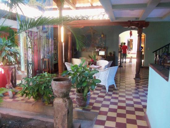 Hotel Casa Capricho: FOYER AND COMPUTER AREA