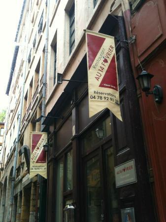 Au 14 Fevrier Vieux Lyon: The outside view