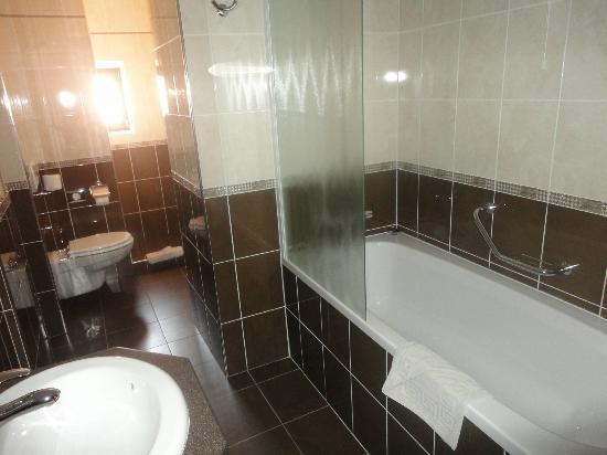 Hotel Kazbek: Gorgeous bathroom, Deluxe Room