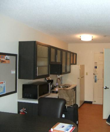 Candlewood Suites - Boston Braintree: kitchen area