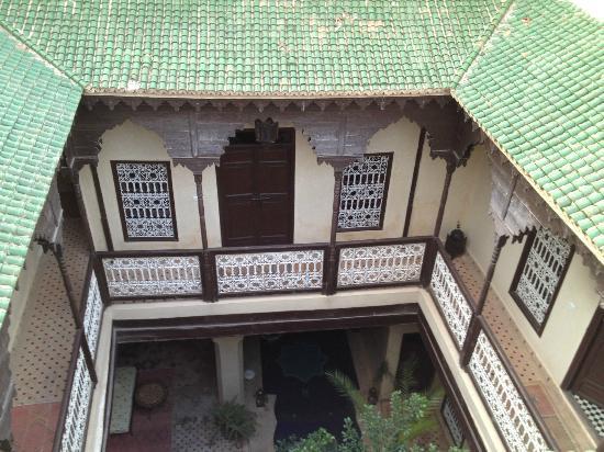 Riad Cherkaoui: Vue de la terrasse : les chambres