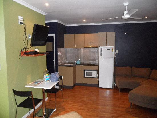 Whitsunday Waterfront Apartments: Dull room