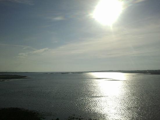 Ocean View B&B: Vista della Galway bay