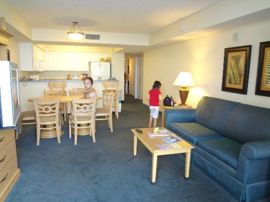 Paradise Resort: kitchen,living room
