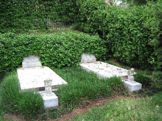 Rose Hill Cemetery: Duane Allman's and Berry Oakley's grave