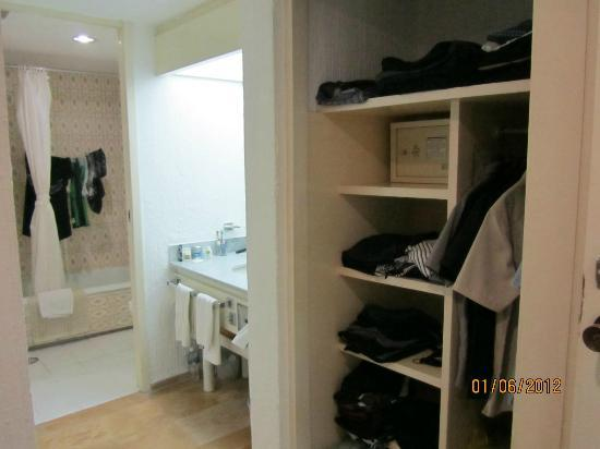 El Cid Granada Country Club: bathroom 1 of 2 in 1bedroom suite (a lot of closet space)