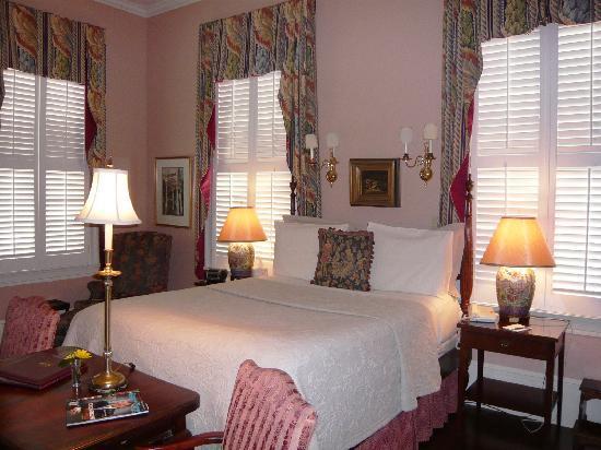 1842 Inn: guest room