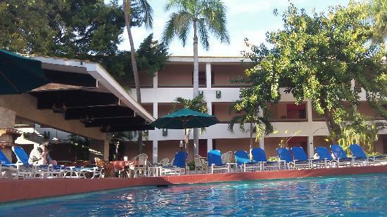 El Cid Granada Country Club: Granada pool & restaurant