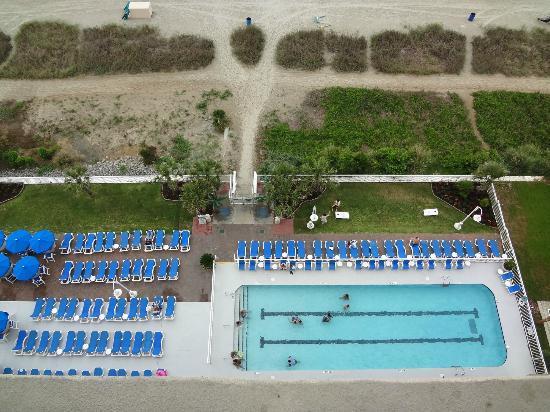 Paradise Resort: looking down at pool/beach