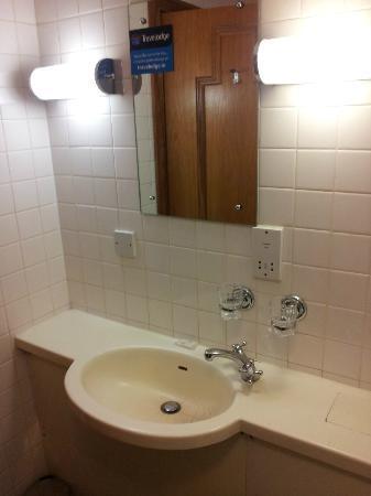 Travelodge Derry: bathroom 3